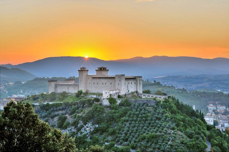 #Rocca #albornoz #spoleto the magic #atmosphere of the #sunset in the #town of #festival #instalandscape #pinterestpic #2015 #tramonto a Spoleto #artistic # by #j.f. #credits #hotelspoletoin #Hotel_Spoleto_In