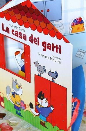 La casa dei gatti. Pop up per i più piccini. Un libro-casa dove abitano tanti gatti firmato Nicoletta Costa