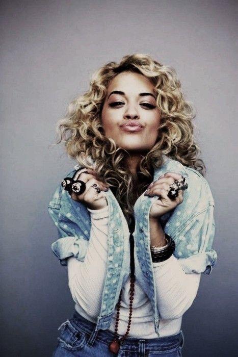 Rita Ora - Curl crush!