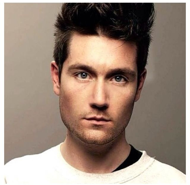 lead singer in bastille