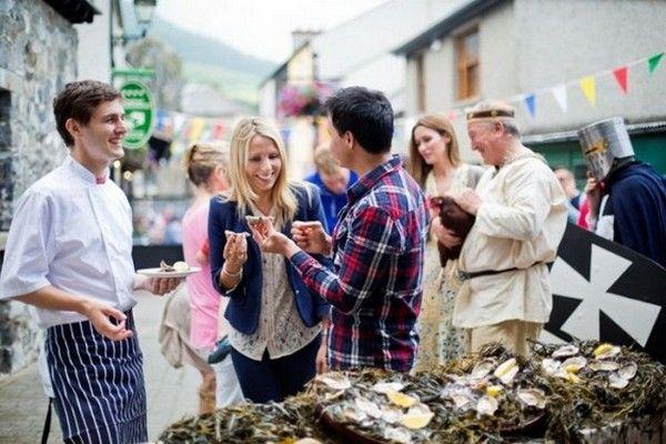 Một trong nhứng trải nghiệm ẩm thực tuyệt với nhất thế giới phải kể tới thưởng thức món hàu ở Galway, thử rượu Bordeaux hay ăn thịt nướng tại Historic Barbecue