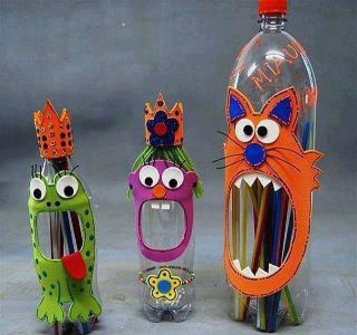 Unos monstruos Muy divertidos solo necesitas fomi, tijeras, pegamento unas botellas de refresco vacías y lavadas y tu imaginación ideal para los peques