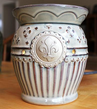 Antique finish, fleur-de-lis Scentsy Burner
