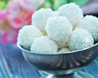 Perles coco-litchi allégées en calories : http://www.fourchette-et-bikini.fr/recettes/recettes-minceur/perles-coco-litchi-allegees-en-calories.html