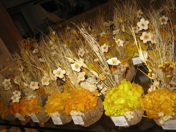 trabalhos manuais para decoracao de interiores : trabalhos manuais para decoracao de interiores:Lindo arranjo de flores desidratadas em uma cumbuca de castanha-do