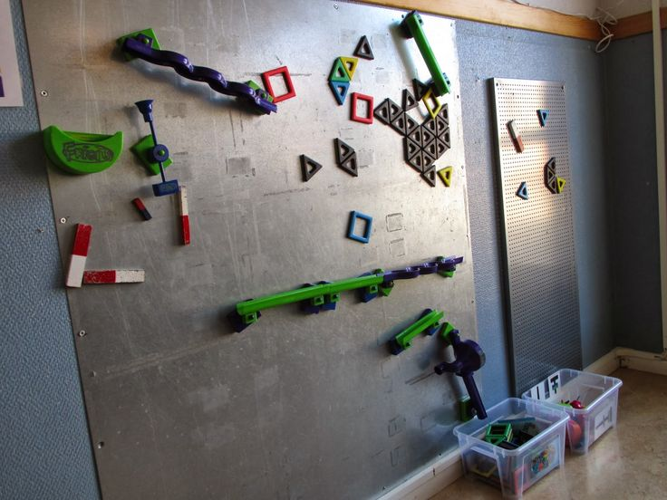 A magnetic wall at Syrenen ≈≈ http://www.pinterest.com/kinderooacademy/provocations-inspiring-classrooms/