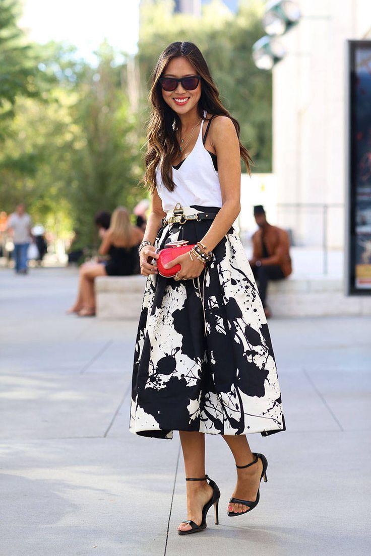 Exemplo de como uma saia midi pode ser usada com muito estilo, sem muito esforço.