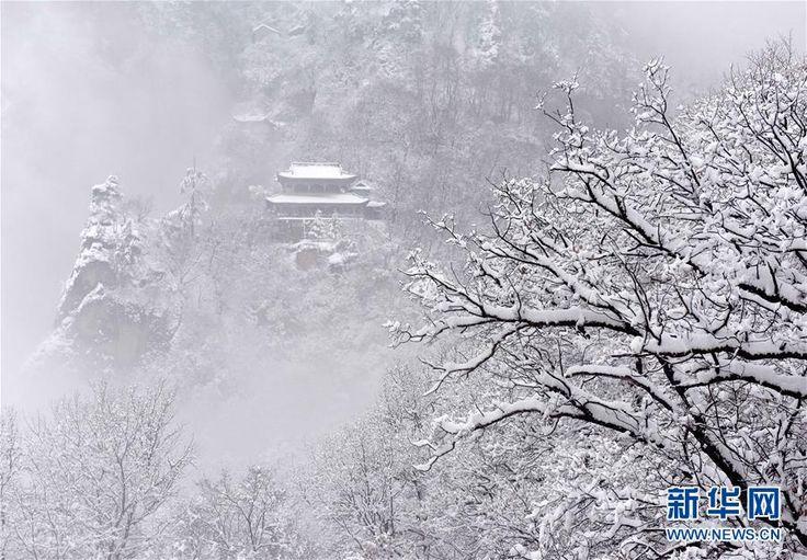 Весенняя погода в горах Кунтун провинции Ганьсу.