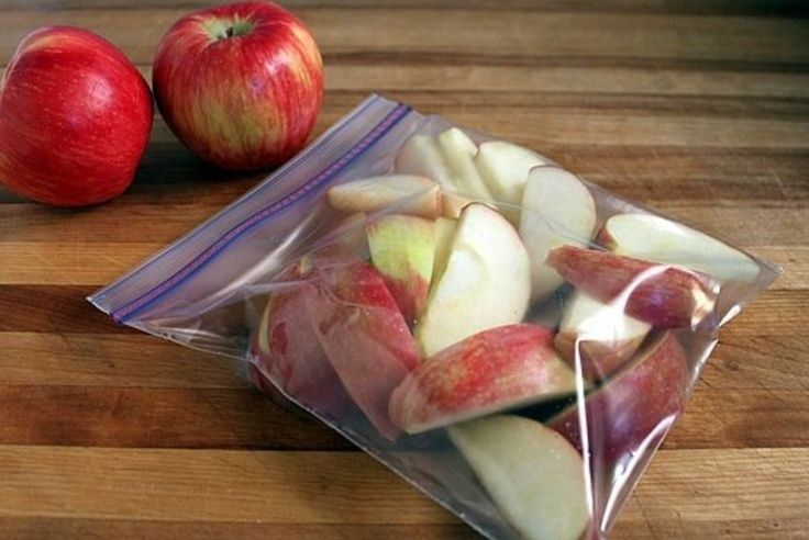 73. Those packages of pre-sliced apples you can buy at store are great for a healthy snack on the go but the price can add up. Make your own by slicing apples, soak in cold water for 3-5 minutes, then soak in a lemon-lime carbonated soda (such as 7-up or sprite) for 3-5 minutes. Divide into snack size portions and store in Ziploc bags in the fridge. The lemon-lime soda will keep the apples from browning and make them last longer. #healthy #snacks on the go