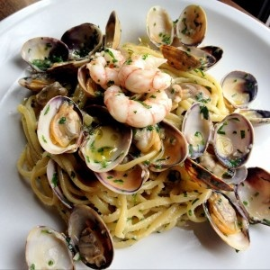 Linguine, manilla clams & side striped prawns at Soicale on Dundas Street West #YYZ. Nice, wish I ordered this. Ladies night out. My girl friend & I shared: arancini, mozzarella di bufala & 'nduja (deep fried risotto balls in tomato sauce), the grilled radicchio, yogurt, grapes, anchovy, pine nuts & croutons (hands down, frick'n amazing, order this shitz), and the wild mushroom, lemon mascarpone, parmigiano-reggiano & focaccia croutons (I'm not a big mushroom fan, but thoroughly enjoyed…