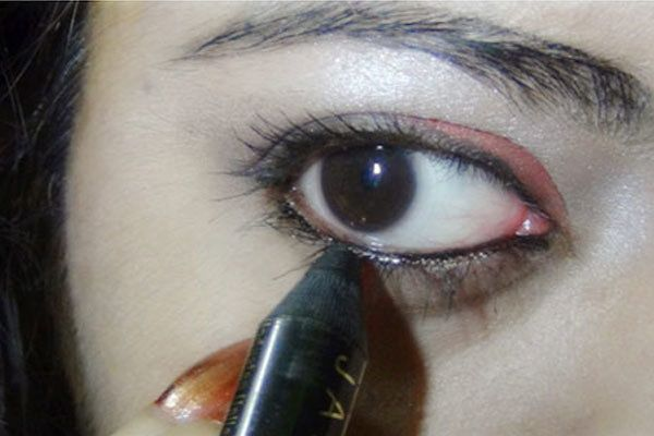 A Simple Everyday Eye Makeup Tutorial – With Detailed Steps and Pictures