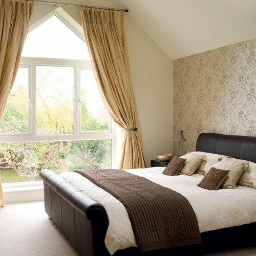 Behagliche Schlafzimmer im Dachgeschoss - braune Nuancen
