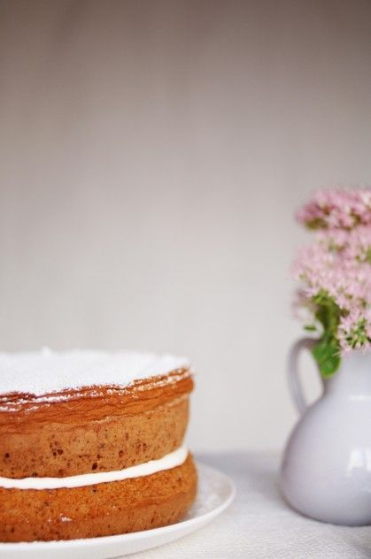 Ginger Fluff Cake: Recipes and cooking blog : Trotski & Ash » Recipe » ginger fluff sponge cake