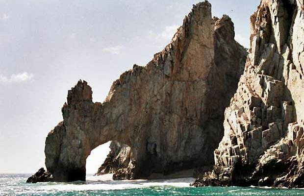 Giant wave kills tourist near famous stone arch in Cabo San Lucas, Mexico