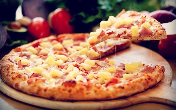 Και γιατί να πάρεις (πάλι) delivery και να ξοδευτείς,αφού σε λιγότερο από 30' μπορείς να φτιάξεις τη δικιά σου σπιτική πίτσα με υλικά που θα βρεις στο ψυγείο σου;