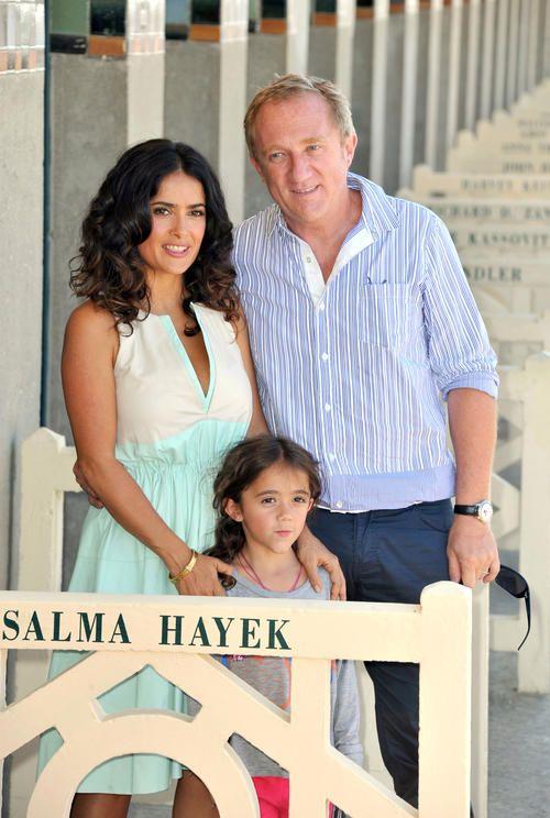 Salma Hayek..., celým menom Salma Valgarma Hayek Jiménez-Pinault, (* 2. september 1966, Coatzacoalcos, Vercruz, Mexiko) je mexická herečka.