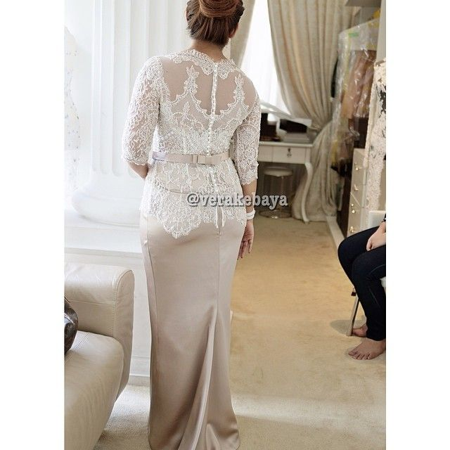 Fitting td sore...❤️❤️ #kebaya #partydress #lace #beads #swarovskicrystals #backdetails #verakebaya ... - @Vera Anggraini- #webstagram