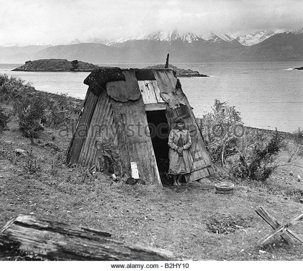 geography / travel, Chile, people, indigenous people, Yamana (Yaghan), old woman outside of his hut, last true Indian, - Stock Image