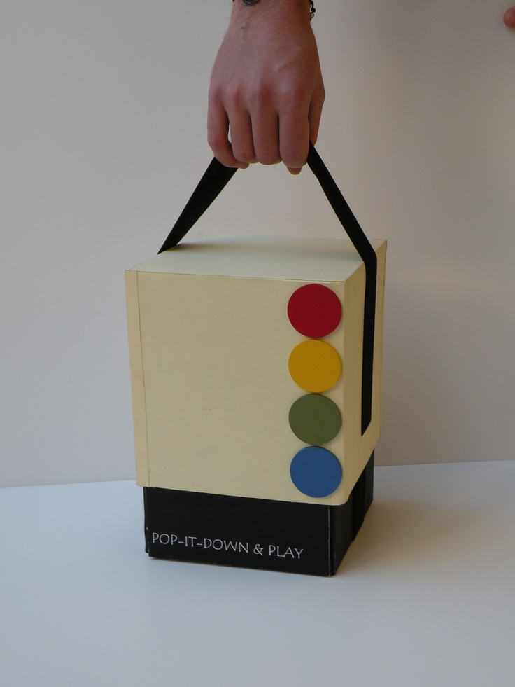 """Packaging del parchis """"POP IT DOWN"""" de Carmen Guinot y Eric Cambres"""