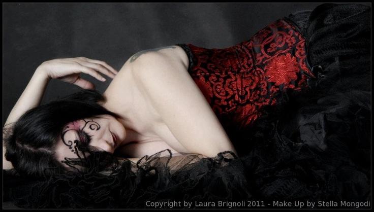 Goth Angel in a lovely corset. MUA Stella Mongodi, photo by Laura Brignoli