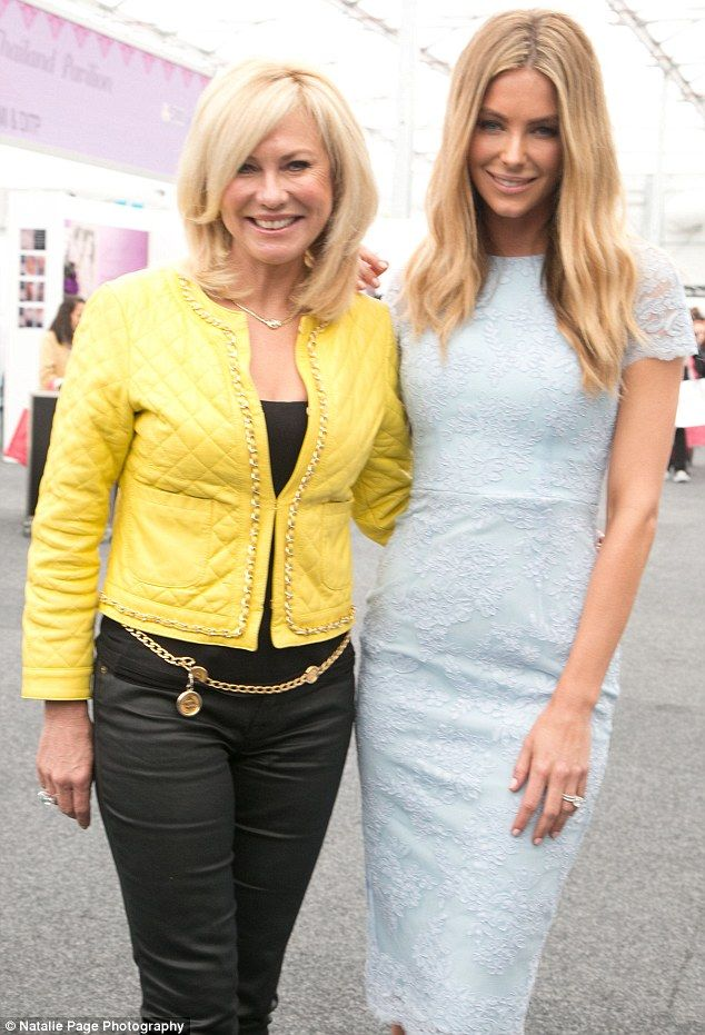 RED CARPET GLOW.. ...Special event ..Book in for an introductory Omnilux treatment $55. Call Angela mobile to you on 0410911416   It was great catching up with Kerrie - Anne and Jennifer Hawkins at The Beauty Expo yesterday.....   Kerrie - Anne attended the event to share her love of THE OMNILUX light therapy treatment and Jennifer was promoting her new Professional Tanning range ......   It was enjoyable weekend for myself at The Beauty Expo promoting OMNILUX light therapy .....