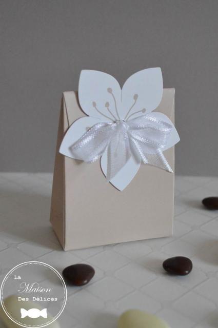 Ballotin à dragées mariage de couleur taupe/lin, pour un thème naturel ou zen. http://www.maison-des-delices.fr/contenants-a-dragees-mariage-boite-430