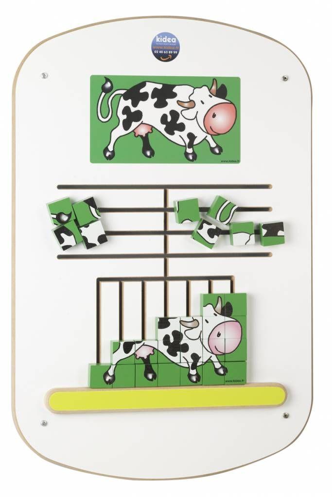 Dit super fraaie wandbord voor in de kinderhoek bestaat uit een puzzel waarbij de kinderen een legbord moeten oplossen van een vrolijke koe in een weiland. Dege