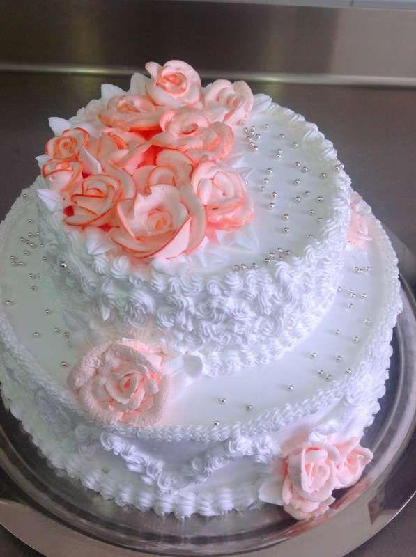 ней доминирующий свадебные торты из крема фото и сборка пауки