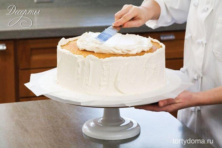 Густой крем для торта  Ингредиенты: Сливки 35% – 1 стакан Сахарная пудра – 2 ст.л. Сметана 30 % – 4 ст.л. Ванильный сахар – по вкусу  Рецепт приготовления густого крема для торта: Сначала сливки смешаем со сметаной и выльем в кастрюлю. Затем поставим в холодную воду или лед и взобьем с помощью венчика до образования густой пышной пены. После этого, не прекращая взбивать, добавим сахарную пудру с ванильным сахаром и хорошенько перемешаем. Готовый крем поставим в холодильник приблизительно на…