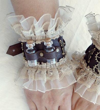 #steampunk #manos #sustancia #tela #volado #cuero #cinto