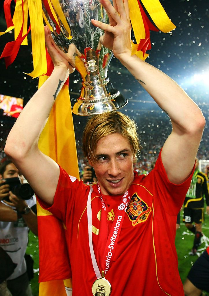Fernando Torres Photos Photos - Fernando Torres of Spain lifts the trophy after the UEFA EURO 2008 Final match between Germany and Spain at Ernst Happel Stadion on June 29, 2008 in Vienna, Austria. - Germany v Spain - UEFA EURO 2008 Final