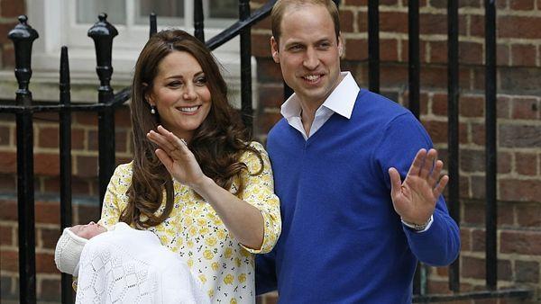 Vévodkyně Kate a princ William se svou novorozenou dcerou 2. 5. 2015
