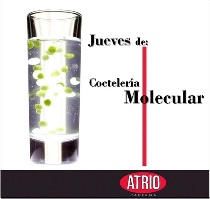 Los jueves son de Coctelería Molecular en el Atrio.   ¿Quieres saber más? Aquí un artículo interesante que encontramos sobre este tema:  http://www.coctelybebida.com/articulo/cocteleria-molecular/
