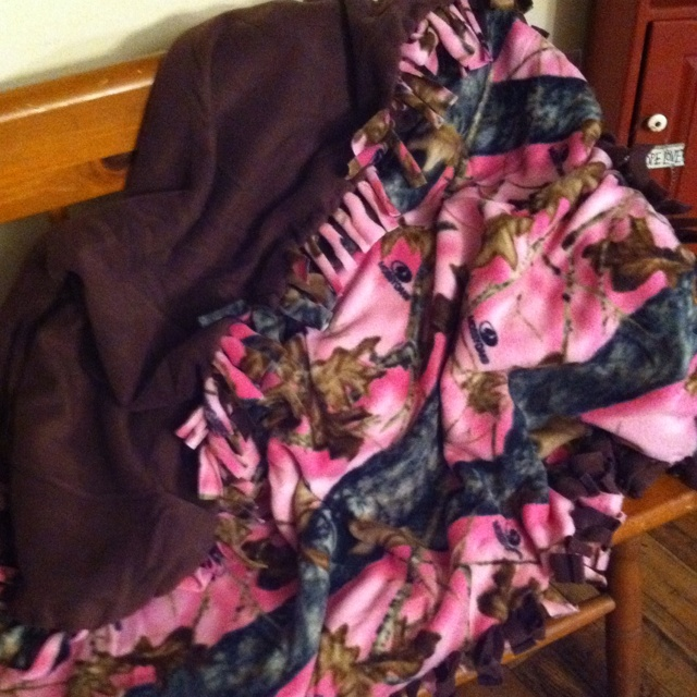 No Sew pink camo blanket