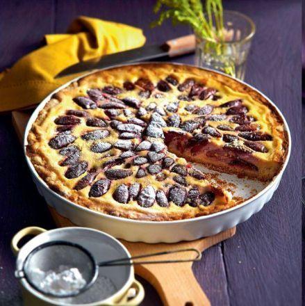 To jeden z naszych ulubionych sezonowych wypieków - ciasto ze śliwkami ma wszystko, czego szukamy w domowych słodkościach. Wyraziste śliwki szczególnie dobrze pasują do migdałów, marcepanu, czekolady, maślanej kruszonki...
