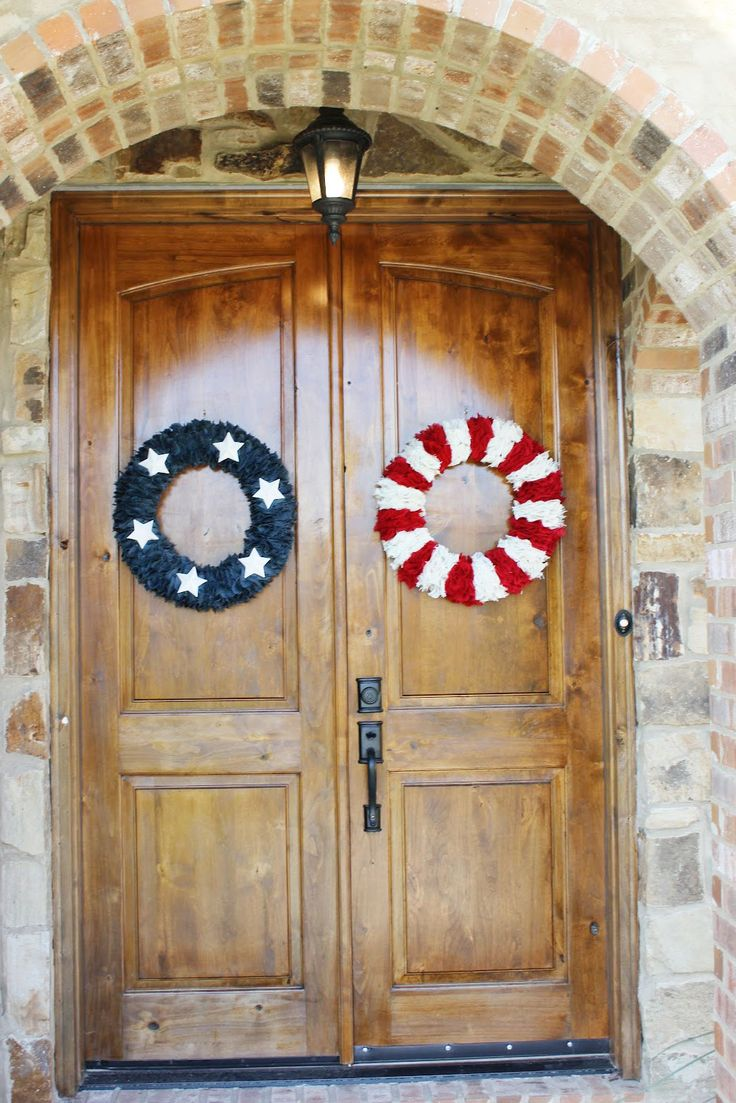 These patriotic wreaths turned out beautifully! Krista of Life With Both Hands Full blog layered different colored strips of burlap with paper maiche stars!