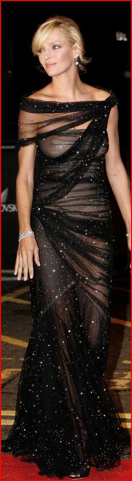 Ума Турман в 2009 году заявилась на модный рок-концерт Сваровски в Великобритании в таком платье, что не разглядеть ее грудь, попу и выпуклый животик мог только ленивый. У́ма Кару́на Ту́рман — американская актриса. Родилась 29 апреля 1970 г.
