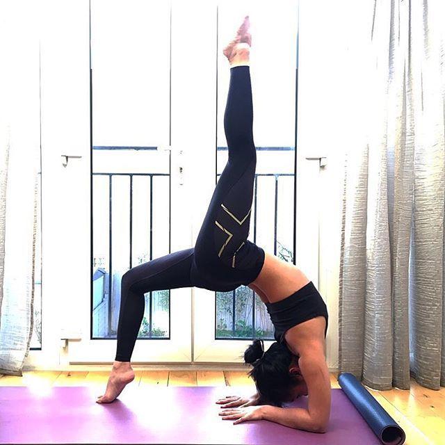 You can do it put yo back into it 👊🏻 #yoga #igyoga #fitspo #backbend #heartopener #yogaeverydamnday #yogaeveryday #instayoga #yogi #potd #2xu #fitfam #London #active #fitness #igfitness #motivation #igerslondon #peckham #practice #wheelpose #strength #flexibility #wellness #2xumcs #focus @2xu @2xu_uk