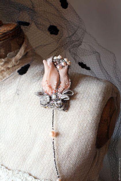 """Броши ручной работы. Ярмарка Мастеров - ручная работа. Купить Брошь кулон """" Роза в серебрянном инее"""". Handmade. стразы"""