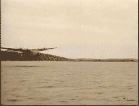 aviones antiguos de gerra. El Boeing 314  (llamado Clipper o Super Clipper, después de que Pan American le diera ese nombre sus aparatos) fue un hidrocanoa de transporte de largo alcance fabricado por la empresa estadounidense Boeing Airplane Company desde 1938 hasta 1941. En su época era el mayor transporte comercial fabricado en serie del mundo.