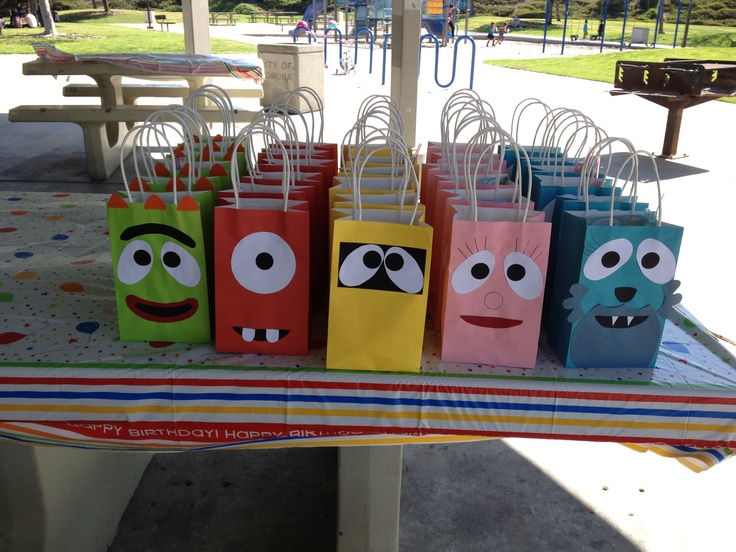 Yo Gabba Gabba Hand Made Goody Bags for my daughters 2nd Birthday Party. Themed creative decor made her birthday party THAT much more special!
