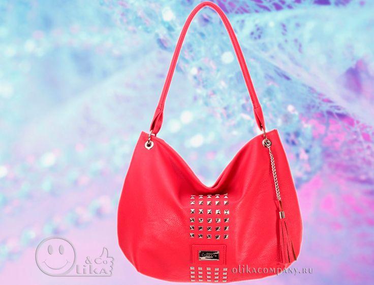 Женская сумка 1172-1 гладкая с шипами и кисточкой красная, размеры 24*10*27 см 1700 руб #сумки #сумка #кисточка #женская #шипы