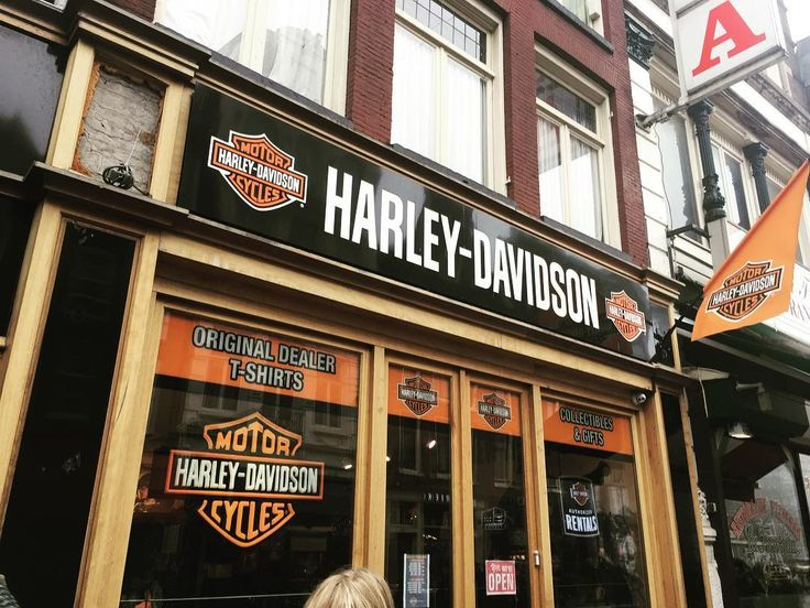 Hm, this looks familiar. . A Harley-Davidson shop in Amsterdam! #harleydavidson #harleydavidsonamsterdam #amsterdam #netherlands #justlikehome #america #familiar #motorcycle