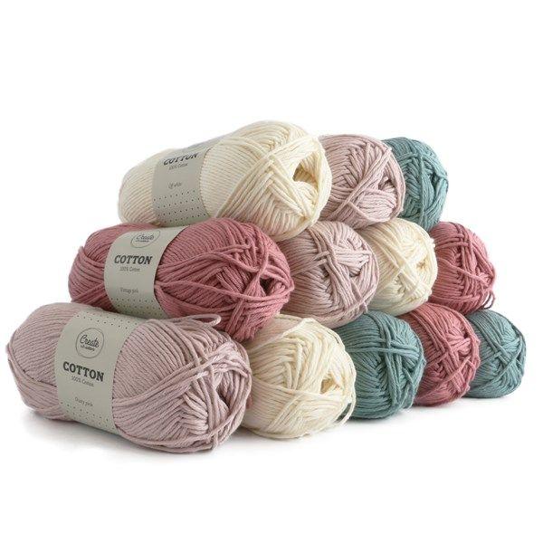 Ett presentkit med 4 olika färger med 3 stycken nystan av varje färg. Bomullsgarn från Adlibris är ett garn tillverkat av 100% bomull. Garnet finns i många härliga färger och passar utmärkt till att både sticka och virka med. Gör kläder, handdukar, filtar, eller var pysslig och tillverka figurer. Bomullsgarnet går att tvätta i maskin i 40 grader (följ tvättråden). Dela gärna med dig av dina kreationer på Instagram med hashtagen #createwithadlibris.Färger; Vintage Pink, Off White, Se...