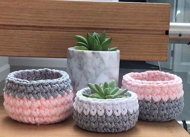 """399 curtidas, 9 comentários - Emporium Handmade. (@emporium_crochet) no Instagram: """"Cachepot para suculentas {inspiração} #basket #cestos #handmade #fiodemalha #detalhes #cachepot…"""""""
