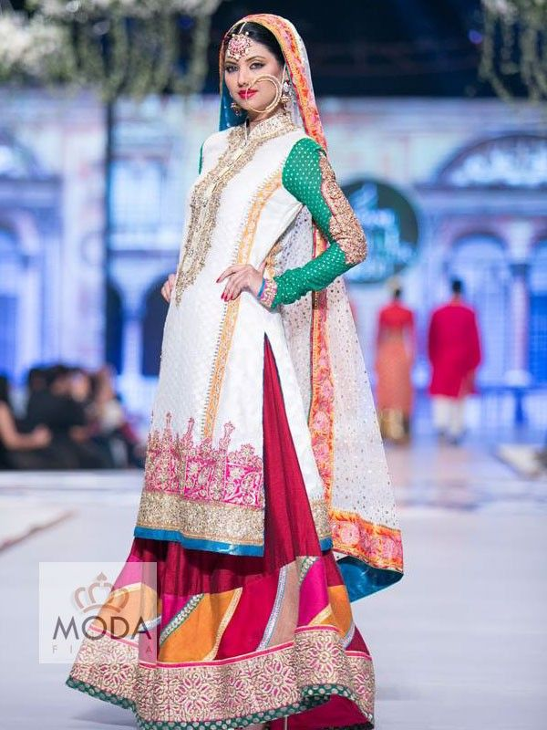 buy custom made pakistani style zardozi and chatapati work bridal sharara.