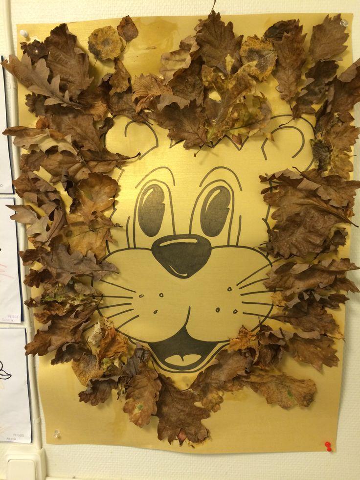 Lejon gjort av höstlöv!