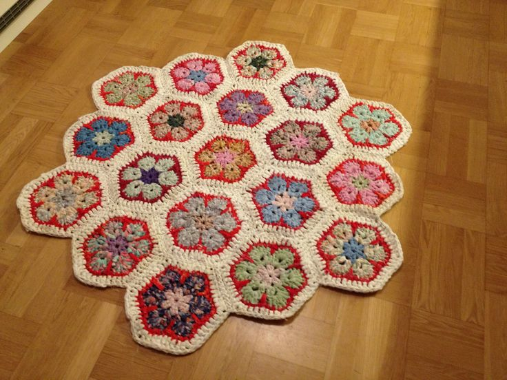 Crocheted African flowers made of old sheets I'm really pleased with this work :-)