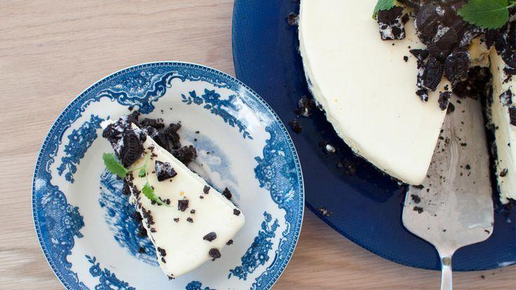 Hjemmelaget iskake har sjeldent vært enklere å lage. Kjenner du i tillegg noen som er glad i Oreo-kjeks, blir denne kaken garantert en vinner.    Iskaken består av en sprø kjeksbunn og ett lag med kremet is.    Oppskrift og foto av: Anita Stokke Blomvik / Kvardagsmat.no
