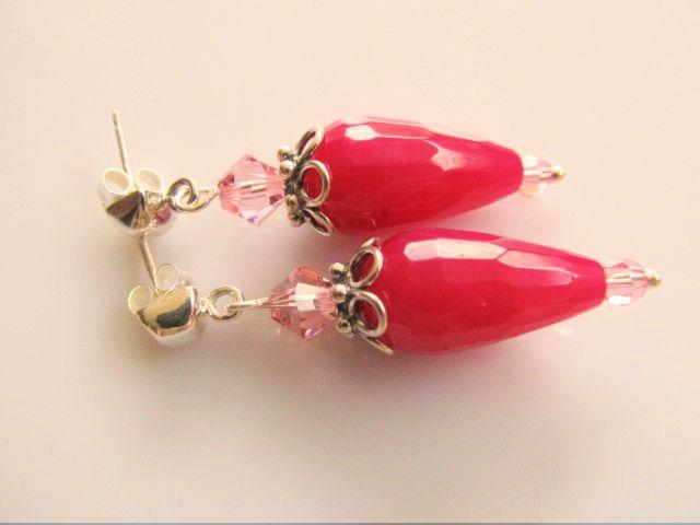Oorbellen Amandine fuchsia roze facet pegel jade met roze kristal swarovski kraaltjes en mooie oorsteker. geheel zilver
